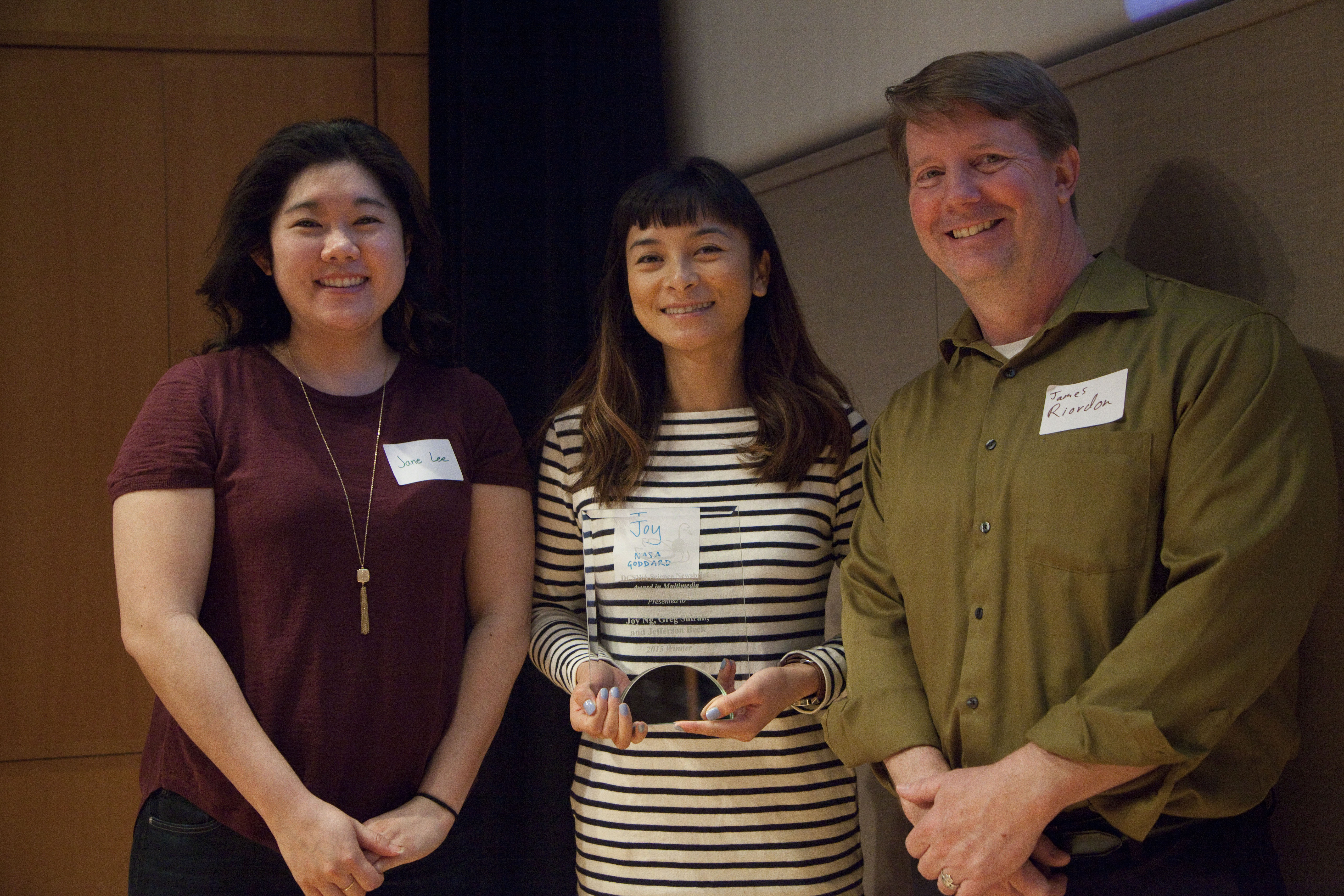 Joy Ng receives the 2015 multimedia award on behalf of her NASA Goddard team.
